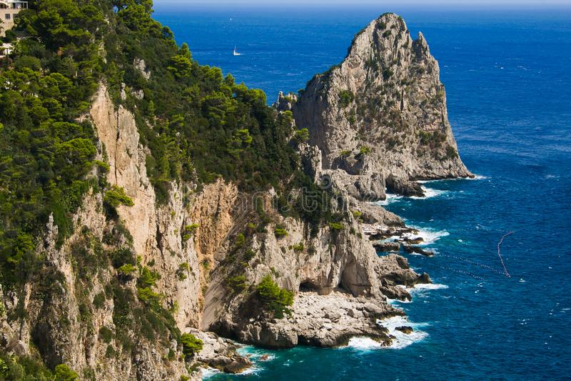 Φανταστική άποψη Faraglioni του νησιού Capri στοκ εικόνες με δικαίωμα ελεύθερης χρήσης