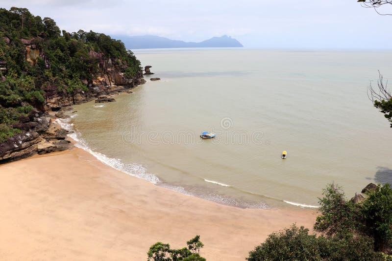 Φανταστικός κόλπος με τους βράχους - εθνικό πάρκο Bako, Sarawak, Μπόρνεο, Μαλαισία, Ασία στοκ φωτογραφία με δικαίωμα ελεύθερης χρήσης