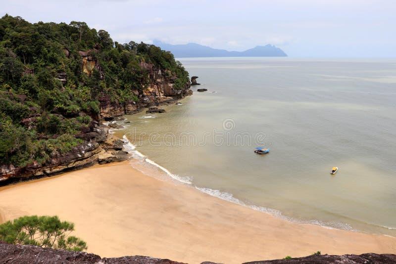 Φανταστικός κόλπος με τους βράχους - εθνικό πάρκο Bako, Sarawak, Μπόρνεο, Μαλαισία, Ασία στοκ φωτογραφίες με δικαίωμα ελεύθερης χρήσης