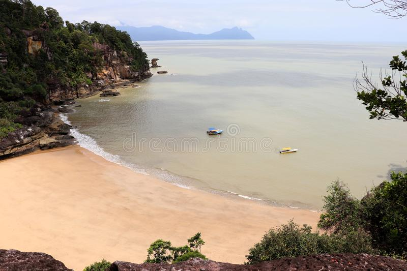 Φανταστικός κόλπος με τους βράχους - εθνικό πάρκο Bako, Sarawak, Μπόρνεο, Μαλαισία, Ασία στοκ εικόνες με δικαίωμα ελεύθερης χρήσης