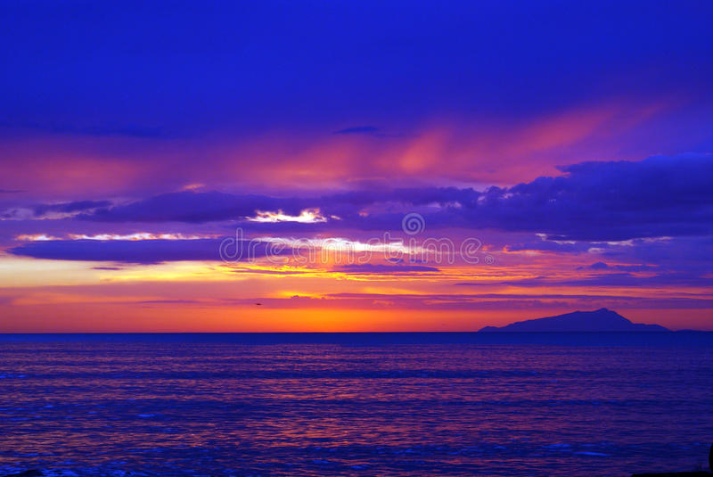 φανταστικό ηλιοβασίλεμ&alph στοκ φωτογραφία με δικαίωμα ελεύθερης χρήσης