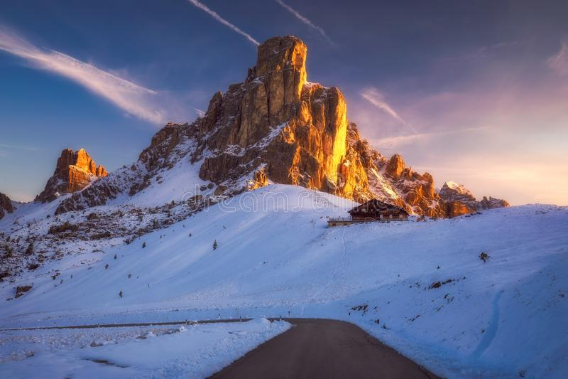 Φανταστικό χειμερινό τοπίο, Passo Giau με το διάσημο RA Gusela στοκ φωτογραφίες