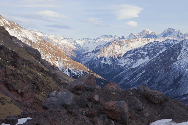 Φαράγγι Baksan από την κλίση Elbrus στοκ εικόνες