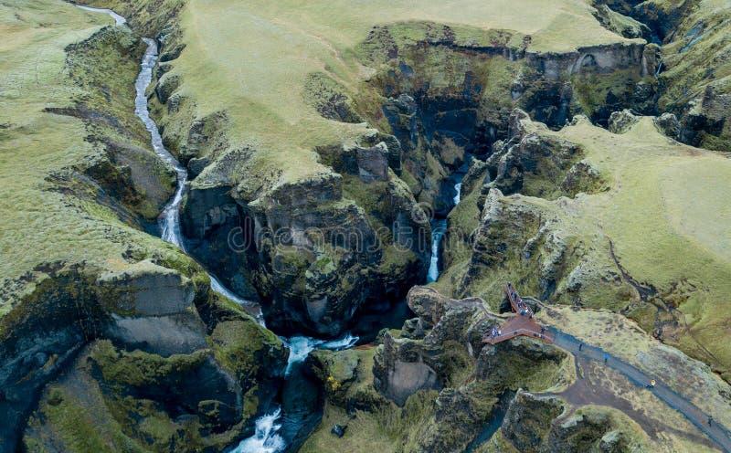 Φαράγγι Fjadrargljufur, Ισλανδία, νότια Ισλανδία, πράσινη ζαλίζοντας άποψη ένα από το ομορφότερο φαράγγι στοκ φωτογραφίες