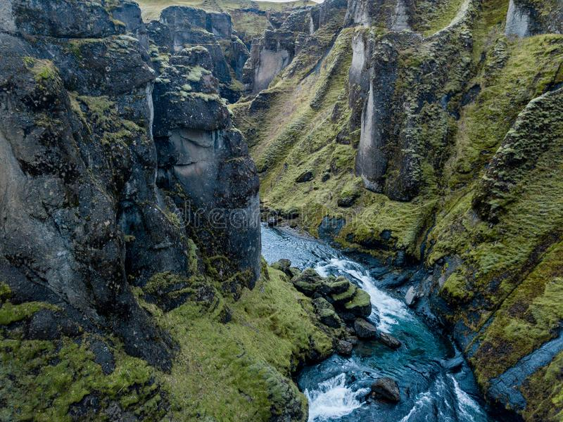 Φαράγγι Fjadrargljufur, Ισλανδία, νότια Ισλανδία, πράσινη ζαλίζοντας άποψη ένα από το ομορφότερο φαράγγι στοκ φωτογραφία με δικαίωμα ελεύθερης χρήσης