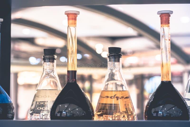 Φαρμακείο και θέμα χημείας στοκ φωτογραφία