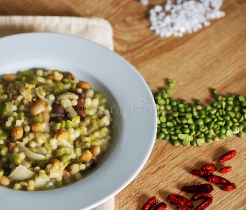Φασόλια και σούπα fregola στοκ φωτογραφίες με δικαίωμα ελεύθερης χρήσης