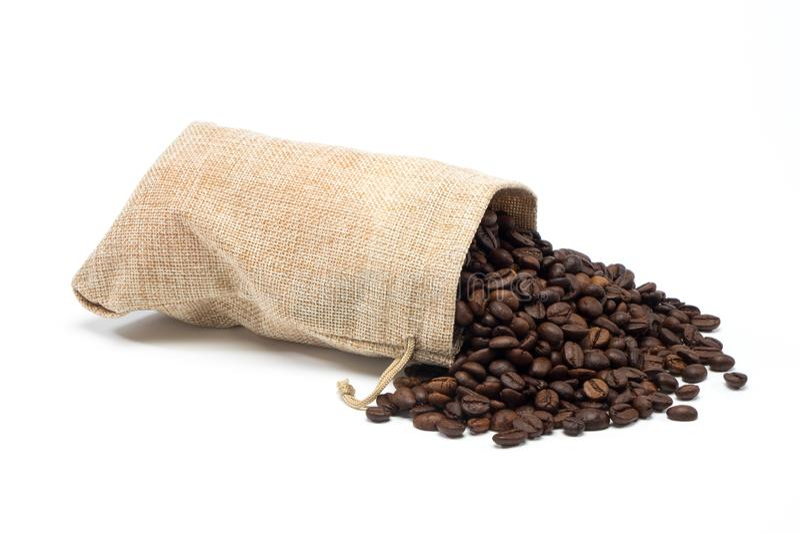 Φασόλια καφέ με burlap την τσάντα στοκ εικόνες