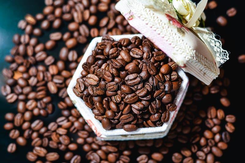 Φασόλια καφέ, μαύρος καφές στοκ φωτογραφίες με δικαίωμα ελεύθερης χρήσης