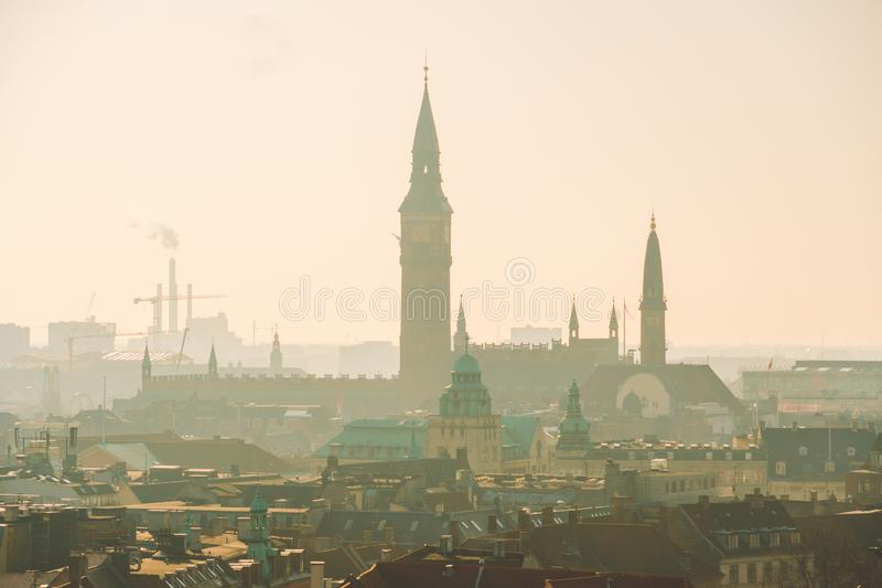18 Φεβρουαρίου 2019 Δανία Κοπεγχάγη Πανοραμική τοπ άποψη του κέντρου πόλεων από ένα υψηλό σημείο Στρογγυλός πύργος Rundetaarn στοκ εικόνα