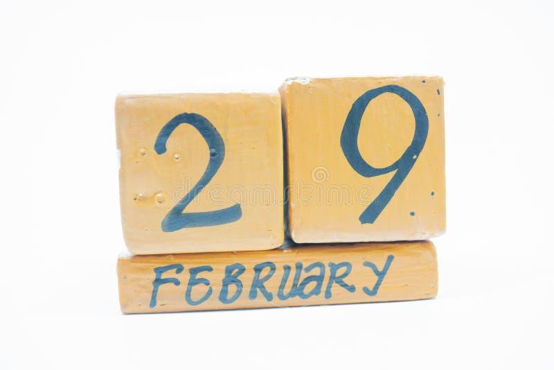 29 Φεβρουαρίου Ημέρα 29 του μήνα, χειροποίητο ξύλινο ημερολόγιο που απομονώνεται στο άσπρο υπόβαθρο Χειμωνιάτικος μήνας, ημέρα τη στοκ εικόνες με δικαίωμα ελεύθερης χρήσης