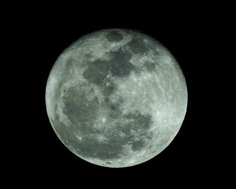 Φεγγάρι ή σεληνιακός στο σκοτεινό ουρανό στοκ φωτογραφία με δικαίωμα ελεύθερης χρήσης