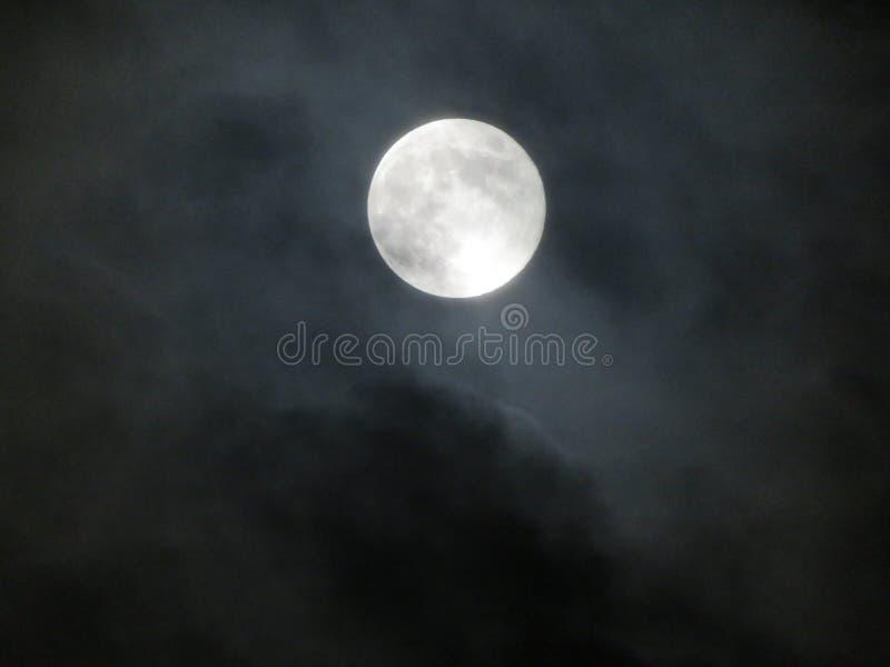 Φεγγάρι και ουρανός στοκ εικόνα
