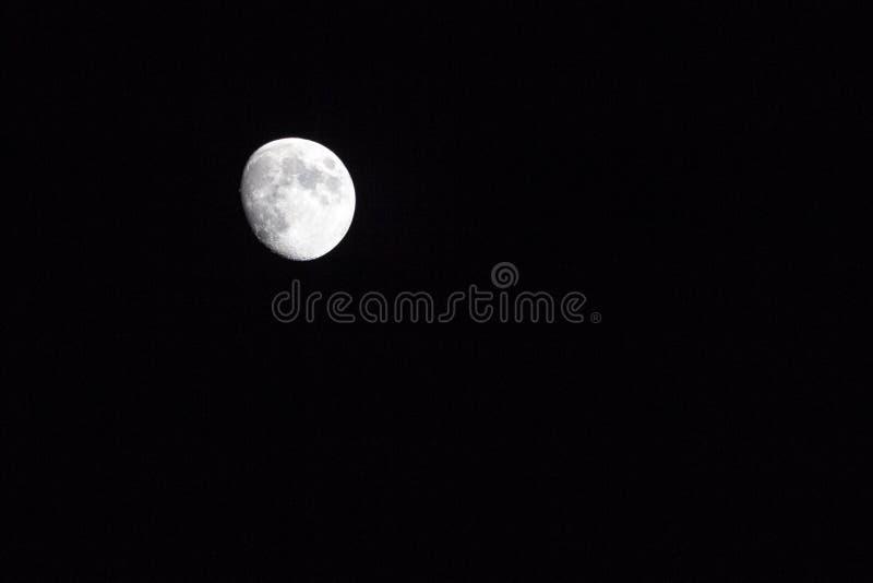 Φεγγάρι με τους κρατήρες στοκ φωτογραφίες