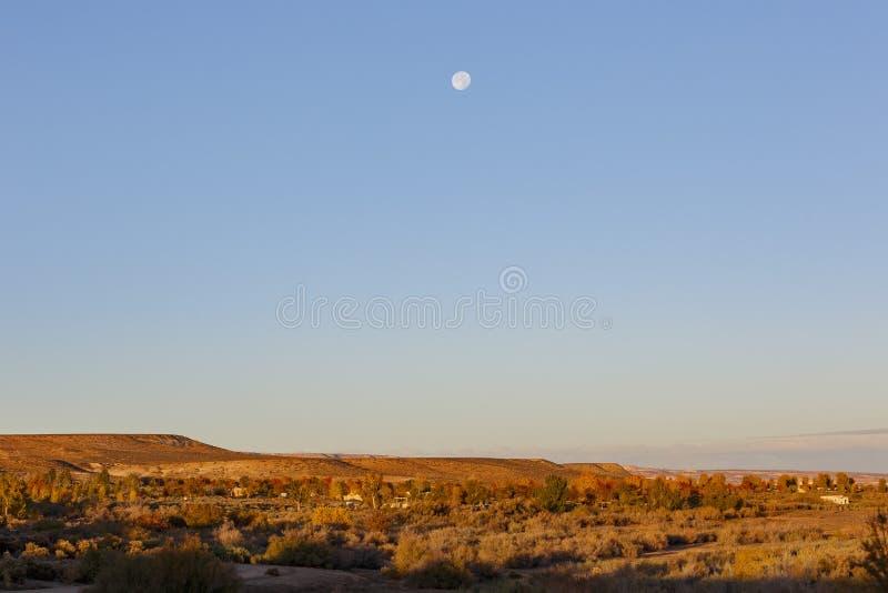 Φεγγάρι πέρα από το διάσημο φαράγγι του Glen στη λίμνη Powell, σελίδα στοκ φωτογραφίες