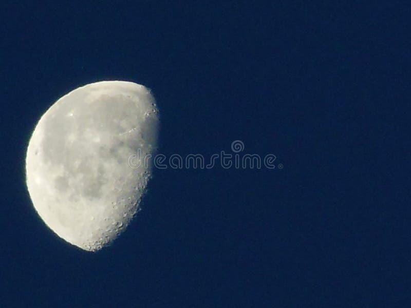 Φεγγάρι σε μια σαφή νύχτα στοκ φωτογραφίες