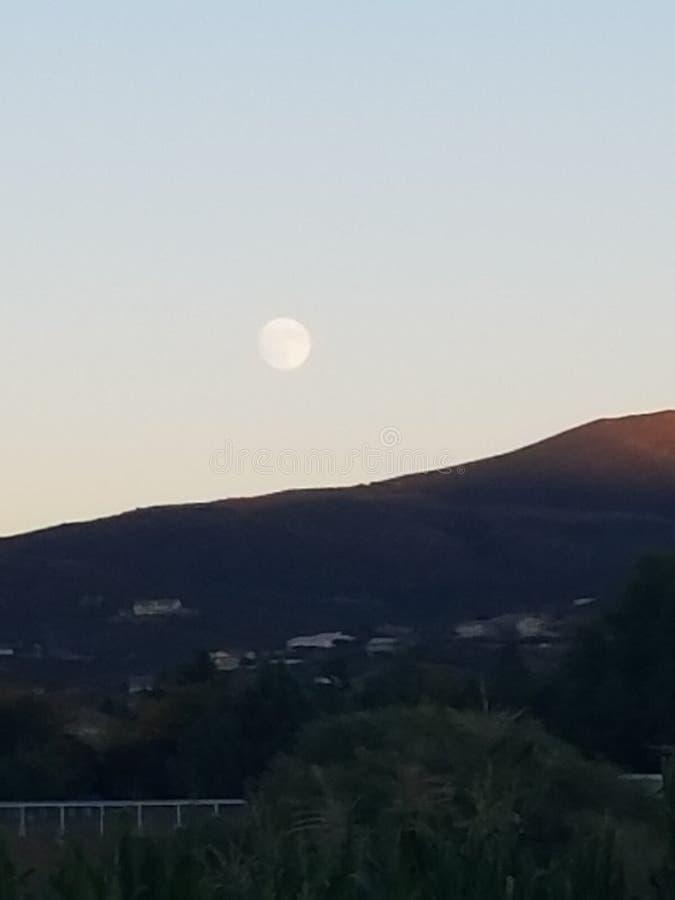 Φεγγάρι τον Οκτώβριο στοκ φωτογραφία