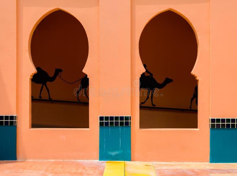 Φεγγίτης στον τοίχο, ύφος αρχιτεκτονικής του Μαρόκου στοκ εικόνες