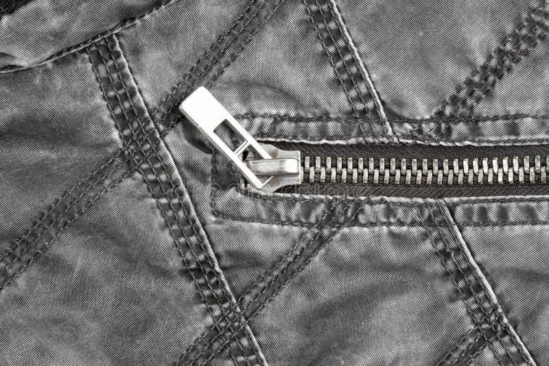 Φερμουάρ μετάλλων στο γεμισμένο σακάκι από τον ιστό στοκ εικόνες
