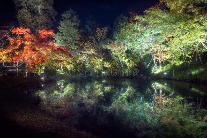 Φεστιβάλ φθινοπώρου στους ήρεμους κήπους του βουδιστικού ναού Kodaiji σε Gion στοκ φωτογραφία