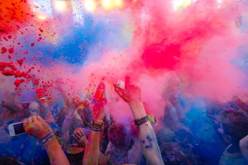 Φεστιβάλ χρώματος της Μολδαβίας Chisinau Δαρβίνος εορτασμού Holi στις 9 Σεπτεμβρίου 2017 στοκ εικόνα με δικαίωμα ελεύθερης χρήσης