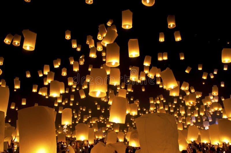 Φεστιβάλ Loy Krathong, Ταϊλάνδη φαναριών ουρανού στοκ εικόνες