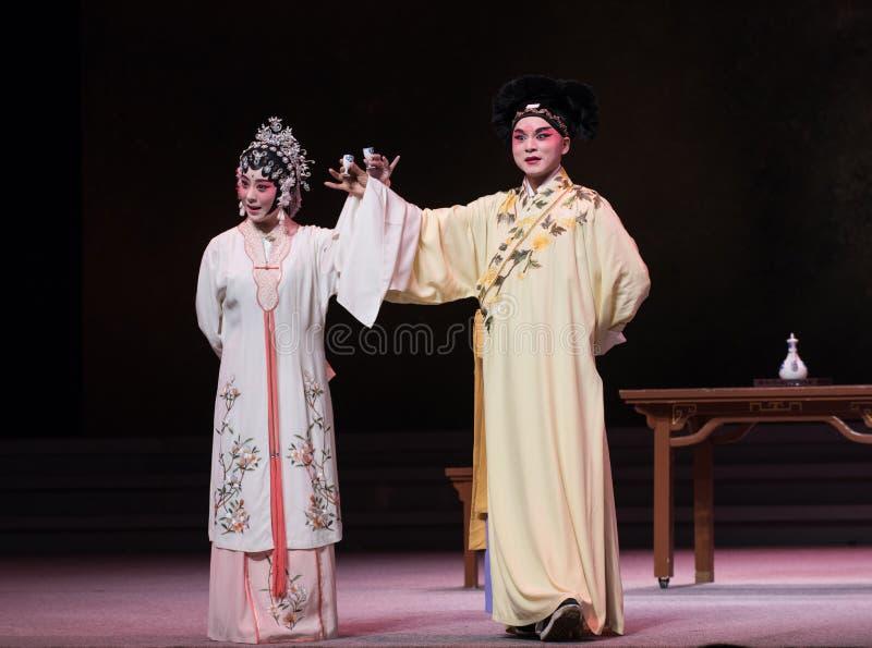 """Φεστιβάλ βαρκών δράκων η πίνω-τρίτη πράξη αρσενικό κίτρινο κρασί-Kunqu Opera""""Madame άσπρο Snake† στοκ φωτογραφία"""