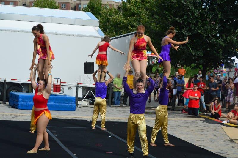 Φεστιβάλ γλυκού καλαμποκιού - Phi γάμμα ακροβάτες τσίρκων στοκ φωτογραφία με δικαίωμα ελεύθερης χρήσης