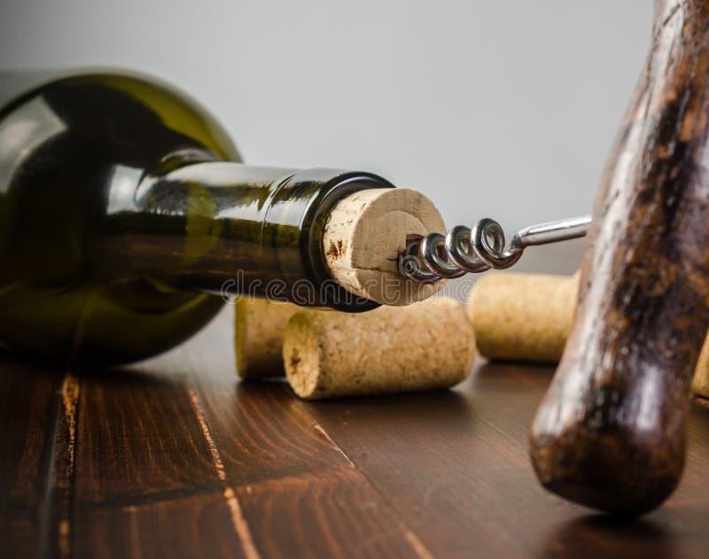 Φελλός ανοιχτήρι και κρασιού στοκ εικόνα με δικαίωμα ελεύθερης χρήσης