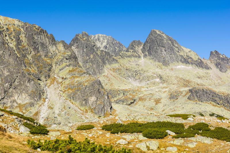 Φθινοπωρινό τοπίο στο Tatras Ένα τεμάχιο των κύριων βουνών Tatra κορυφογραμμών στη Σλοβακία στοκ φωτογραφία με δικαίωμα ελεύθερης χρήσης
