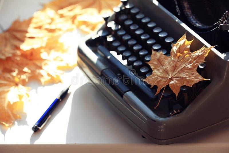 Φθινόπωρο έννοιας γραφομηχανών στοκ εικόνες