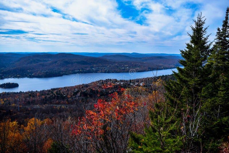 Φθινόπωρο στην κορυφή του βουνού στοκ εικόνες με δικαίωμα ελεύθερης χρήσης