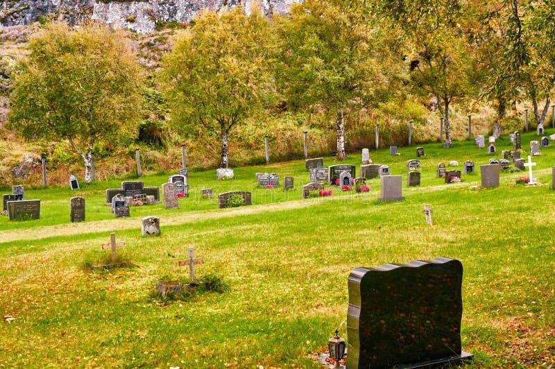 Φθινόπωρο στο νορβηγικό νεκροταφείο στοκ εικόνα με δικαίωμα ελεύθερης χρήσης