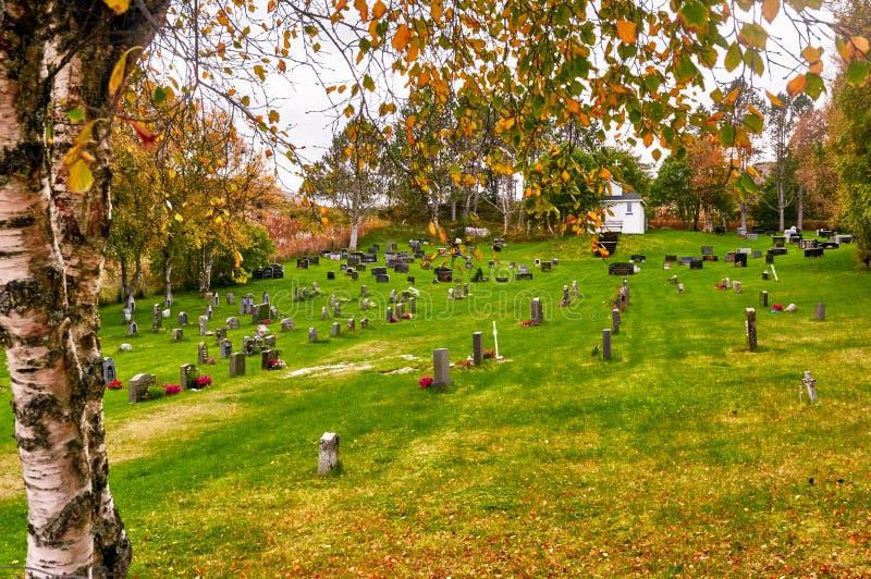 Φθινόπωρο στο νορβηγικό νεκροταφείο στοκ φωτογραφία με δικαίωμα ελεύθερης χρήσης