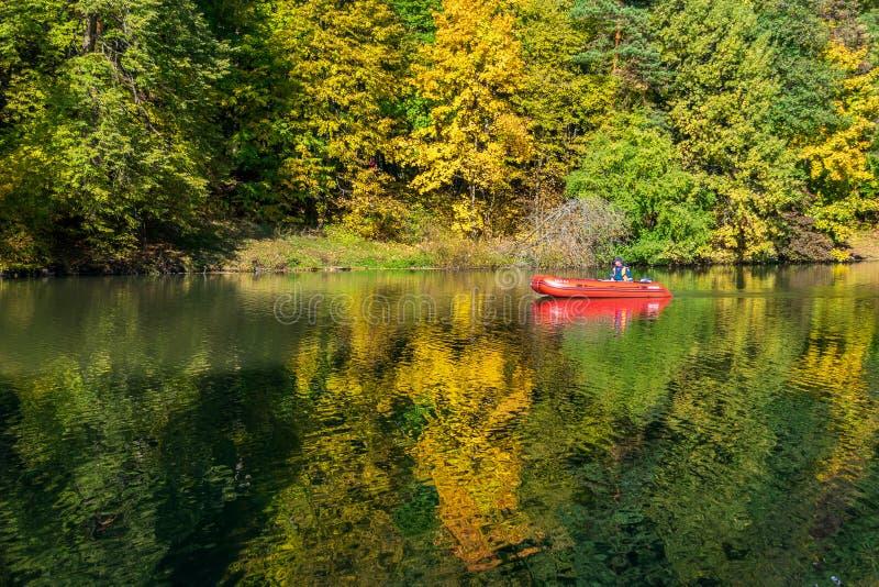 Φθινόπωρο στο πάρκο και την επιφύλαξη Tsaritsino στοκ φωτογραφία