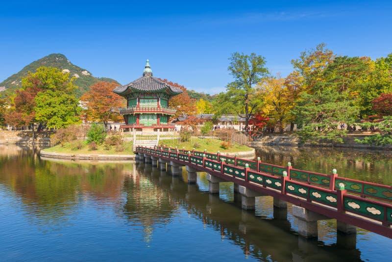 Φθινόπωρο του παλατιού Gyeongbokgung στη Σεούλ, Κορέα στοκ εικόνα με δικαίωμα ελεύθερης χρήσης