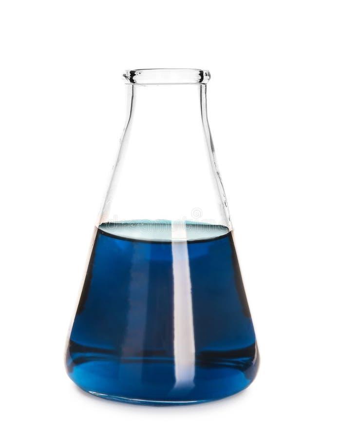 Φιάλη δοκιμής με το μπλε υγρό στο άσπρο υπόβαθρο στοκ εικόνα