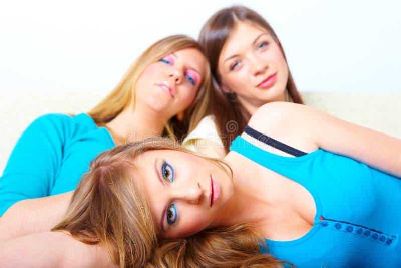 Φιλία τριών κοριτσιών στοκ φωτογραφία με δικαίωμα ελεύθερης χρήσης