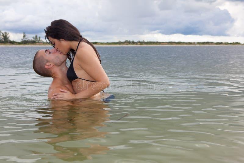Download φιλί παραλιών στοκ εικόνες. εικόνα από ουρανός, όμορφος - 13181688