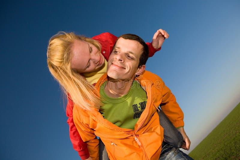 φιλημένες ζεύγος νεολαίες αγάπης στοκ φωτογραφία με δικαίωμα ελεύθερης χρήσης