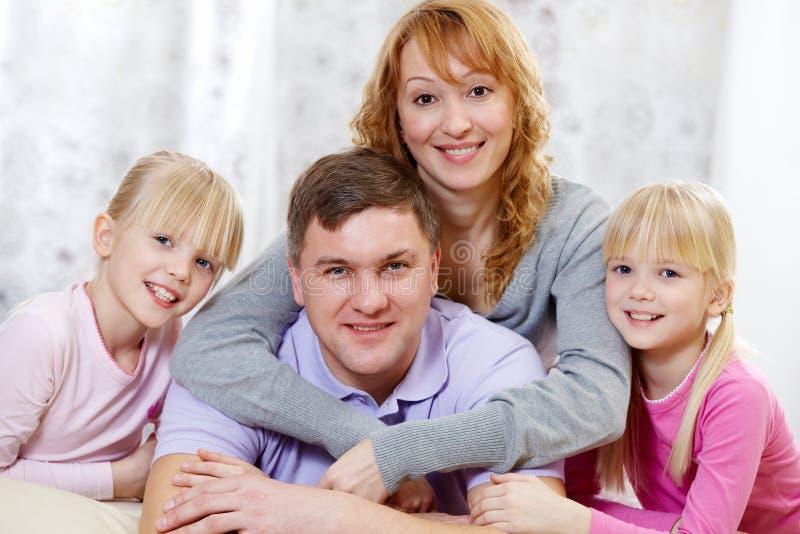 Φιλική οικογένεια στοκ φωτογραφία με δικαίωμα ελεύθερης χρήσης