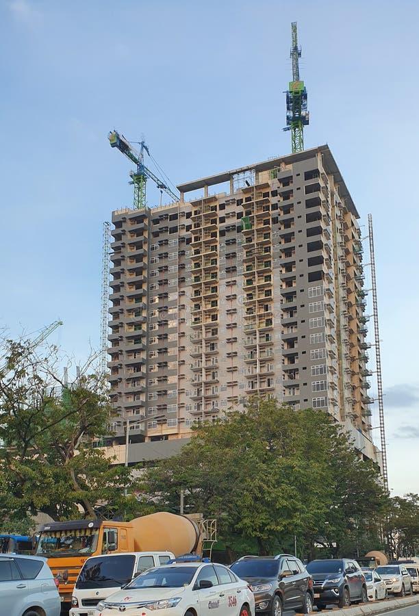 Φιλιππινέζικο Σκυκλάκι: Εν εξελίξει κτίριο υψηλού υψομέτρου, κατασκευασμένο στην πόλη Cebu των Φιλιππίνων στοκ φωτογραφία με δικαίωμα ελεύθερης χρήσης