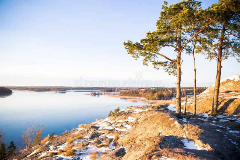 Φινλανδία, Ελσίνκι, πρόσφατο φθινόπωρο Η θάλασσα της Βαλτικής, κόλπος στοκ εικόνες με δικαίωμα ελεύθερης χρήσης
