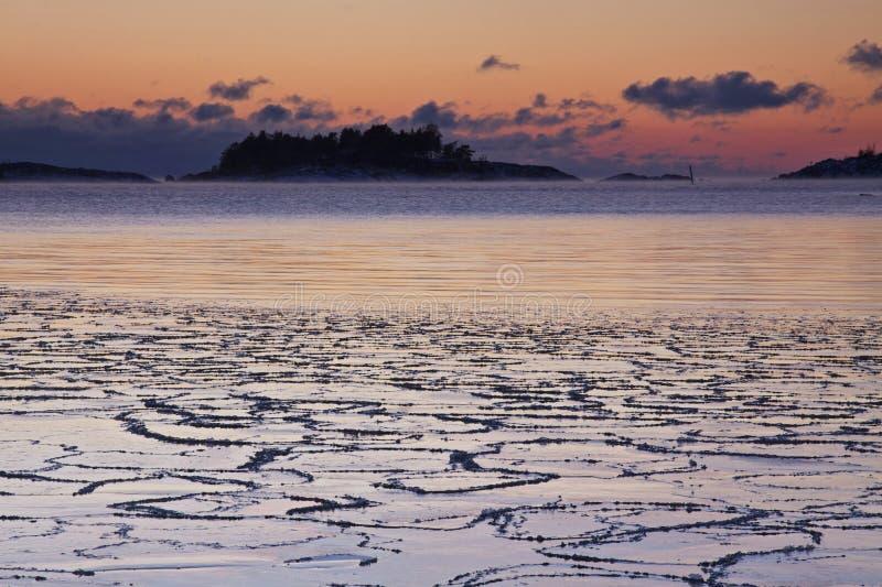 Φινλανδία: Χειμερινό ηλιοβασίλεμα στοκ εικόνες