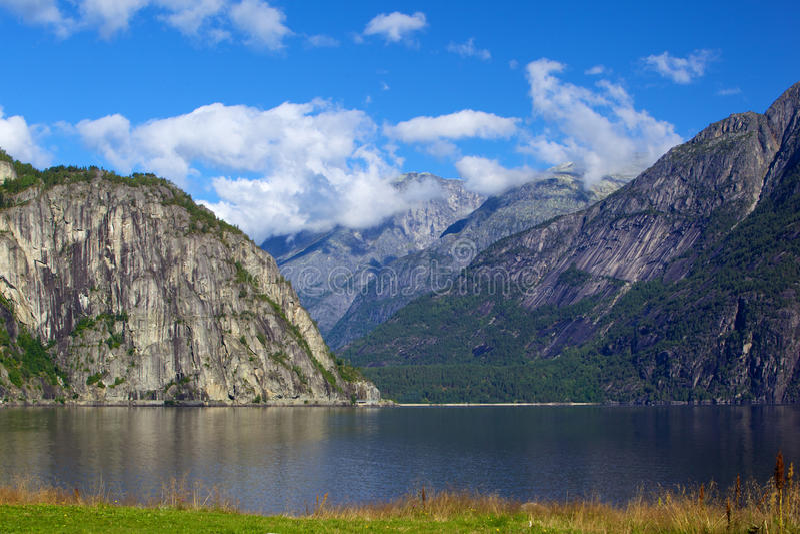 Download φιορδ στοκ εικόνα. εικόνα από τουρισμός, ουρανός, σύννεφα - 17054921