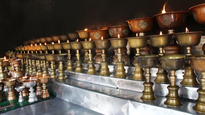 φιλανθρωπία Κεριά επίκλησης σε ένα μοναστήρι στο Μπουτάν στοκ εικόνες με δικαίωμα ελεύθερης χρήσης