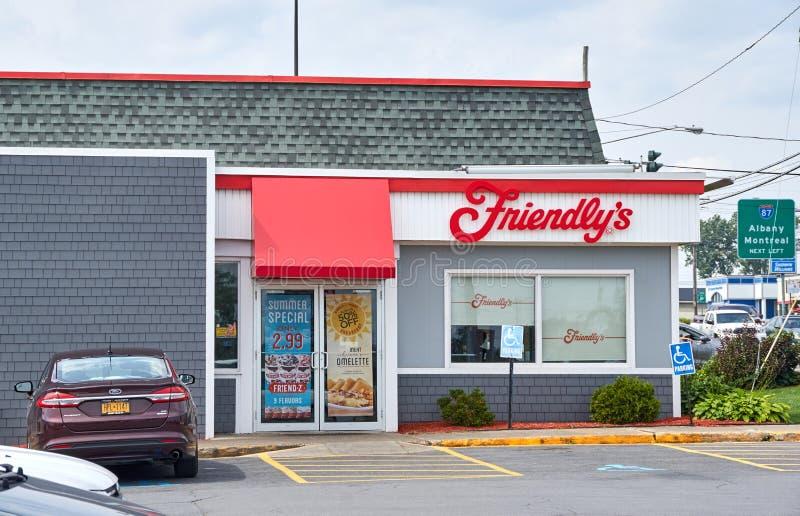 Φιλικοί εστιατόριο και χώρος στάθμευσης στοκ φωτογραφία με δικαίωμα ελεύθερης χρήσης