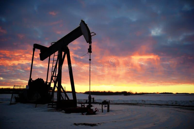 φιλτραρισμένο κόκκινο αντλιών πετρελαίου γρύλων εικόνας στοκ εικόνες με δικαίωμα ελεύθερης χρήσης