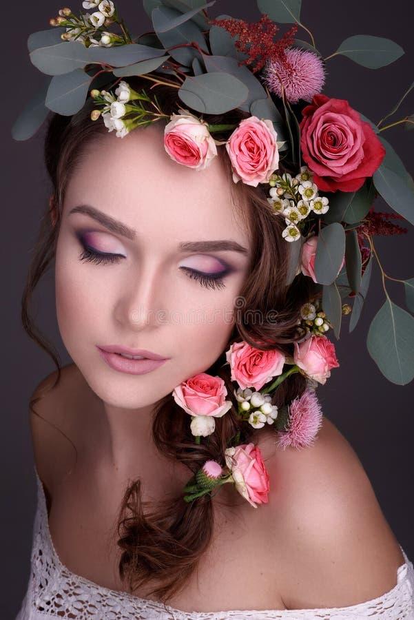 Φιλότεχνο κούρεμα/νέο ευγενές πορτρέτο makeup/προσώπου/τέλεια ομορφιά στοκ φωτογραφίες