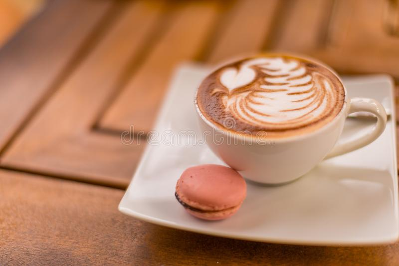 Φλιτζάνι του καφέ και μπισκότο στο εκλεκτής ποιότητας χρώμα καφετεριών στοκ εικόνες με δικαίωμα ελεύθερης χρήσης